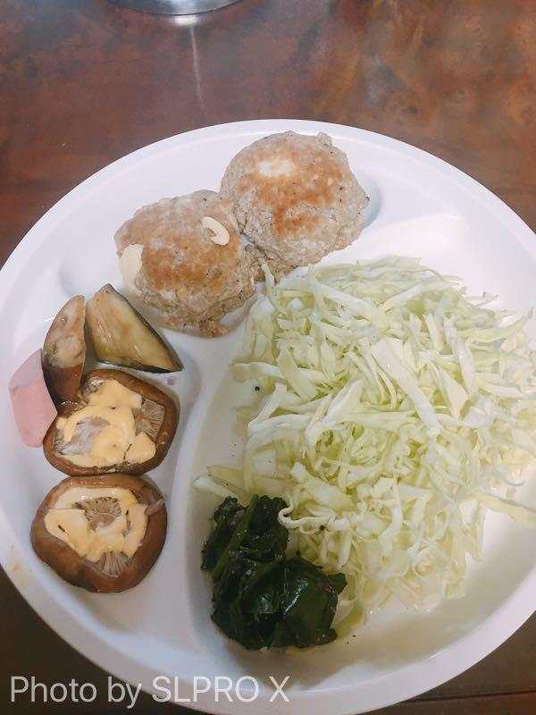 キャベツ、豆腐ハンバーグ、椎茸のマヨネーズ焼き、ケトジェニック食