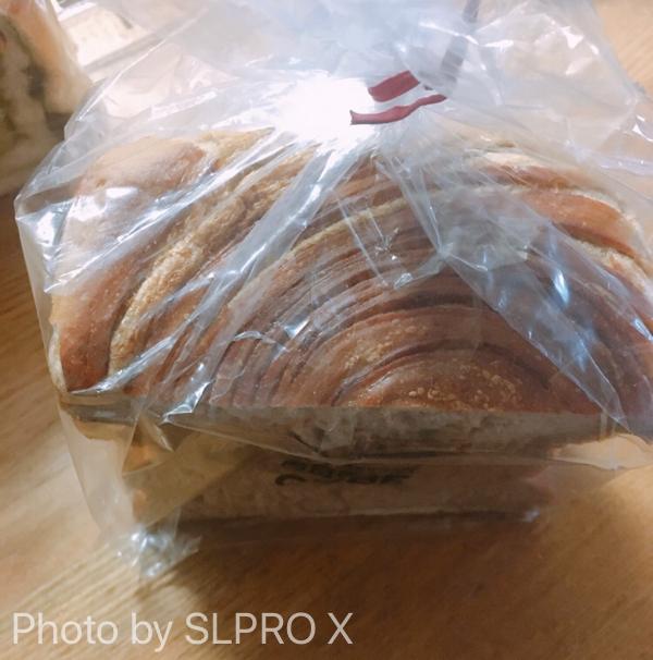 食パン、コーヒーとビターキャラメル