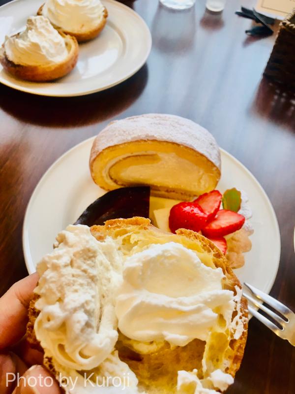 ロールケーキ、シュークリーム