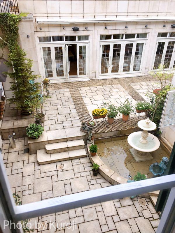 オーベルジュドリルの中庭