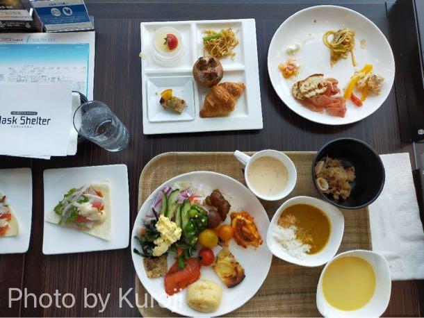 洋食ビュッフェ、コーンスープ、サラダ、パン