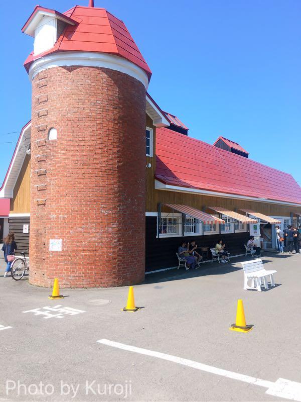 八紘学園農産物直売り所とソフトクリーム販売コーナー