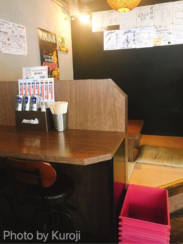 飛燕の店内ボックス席