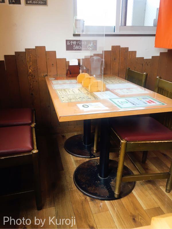 十勝豚丼いっぴんの4人用ボックス席